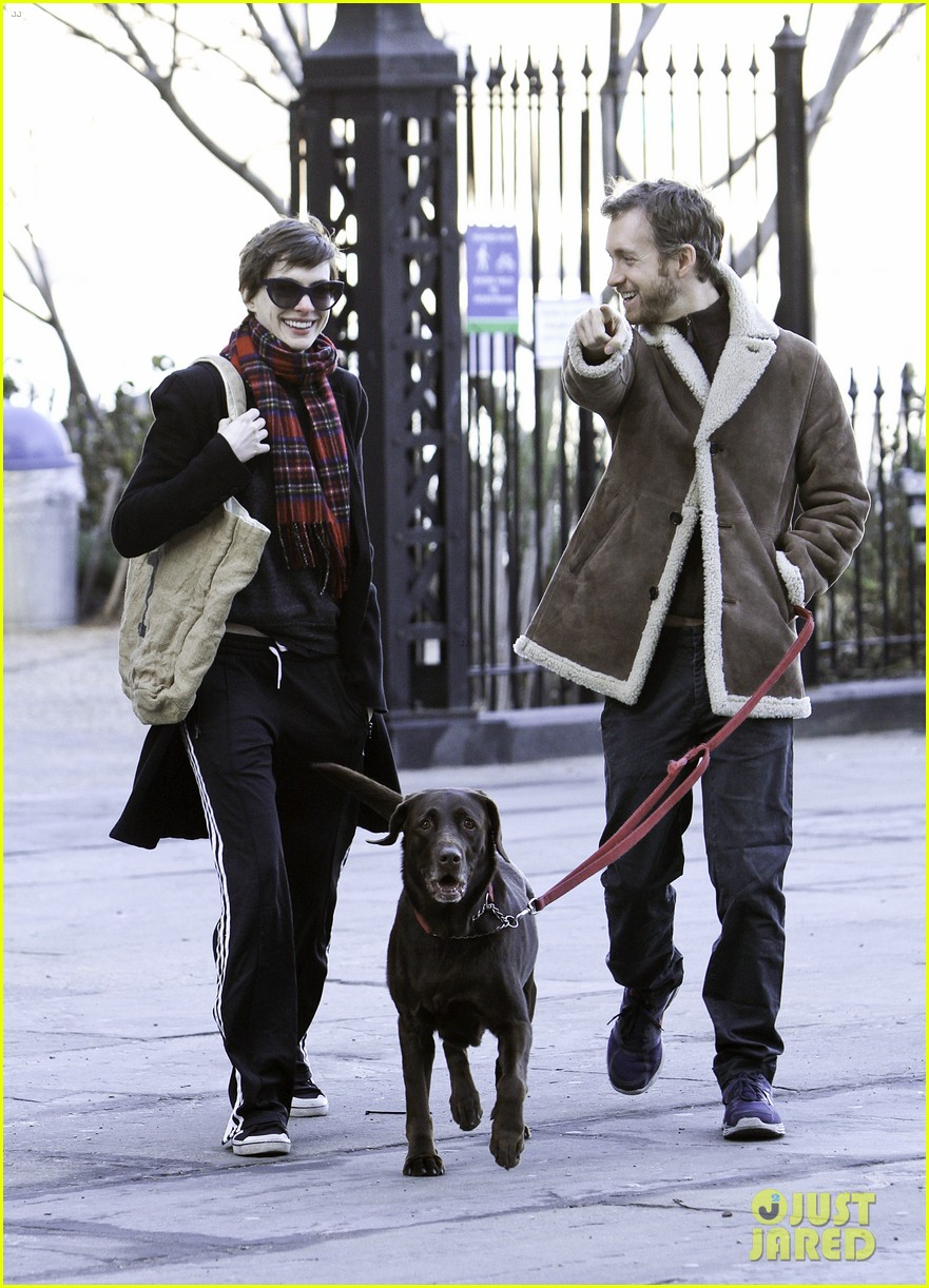 anne hathaway thanksgiving walk 012762533