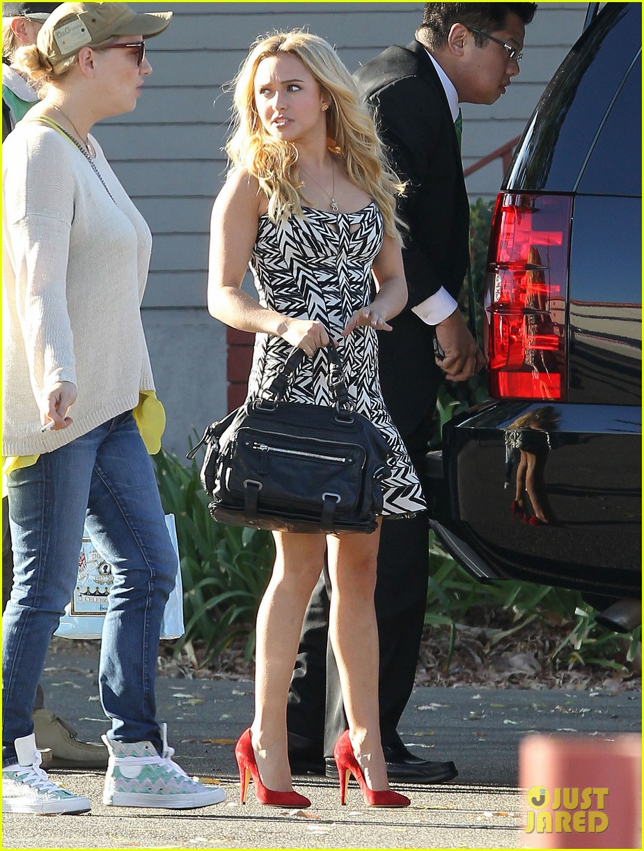 hayden panettiere extra at the grove appearance 102753543