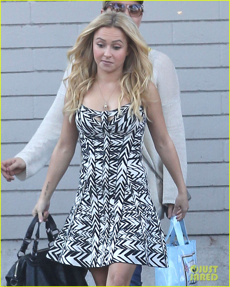 hayden panettiere extra at the grove appearance 142753547