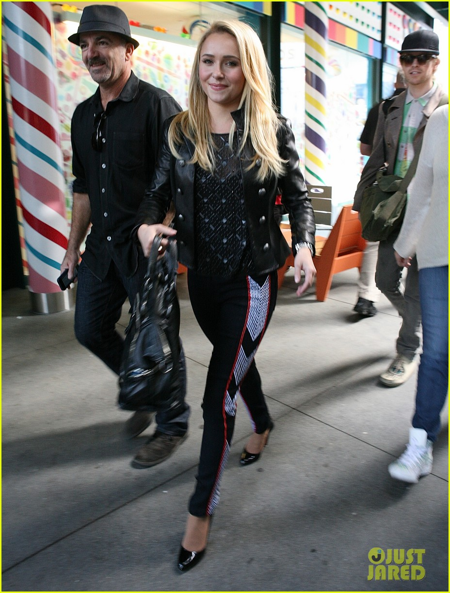 hayden panettiere extra at the grove appearance 20