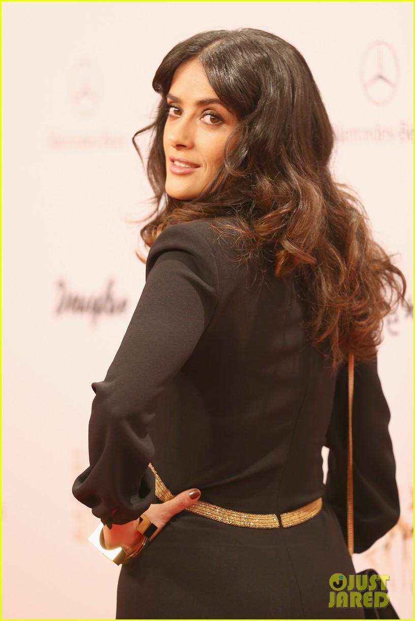 salma hayek celine dion bambi awards 2012 02