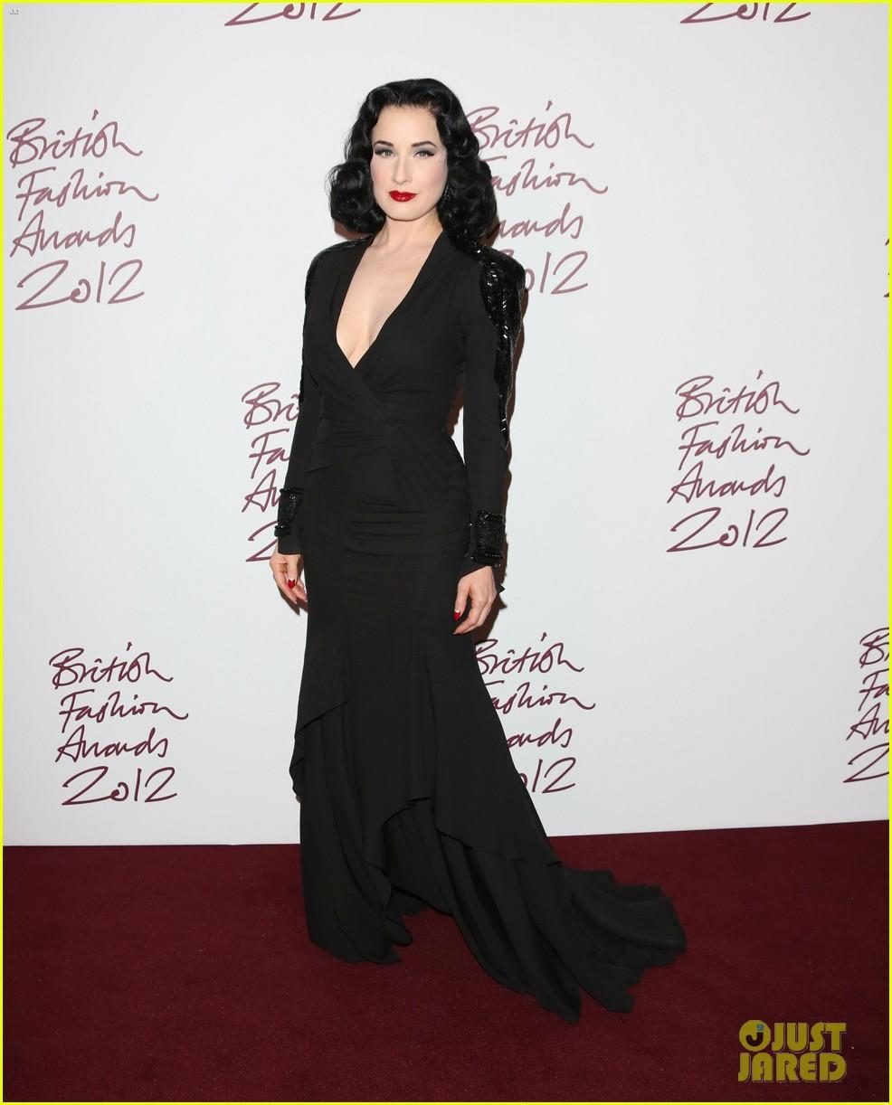salma hayek rita ora british fashion awards 2012 032764756