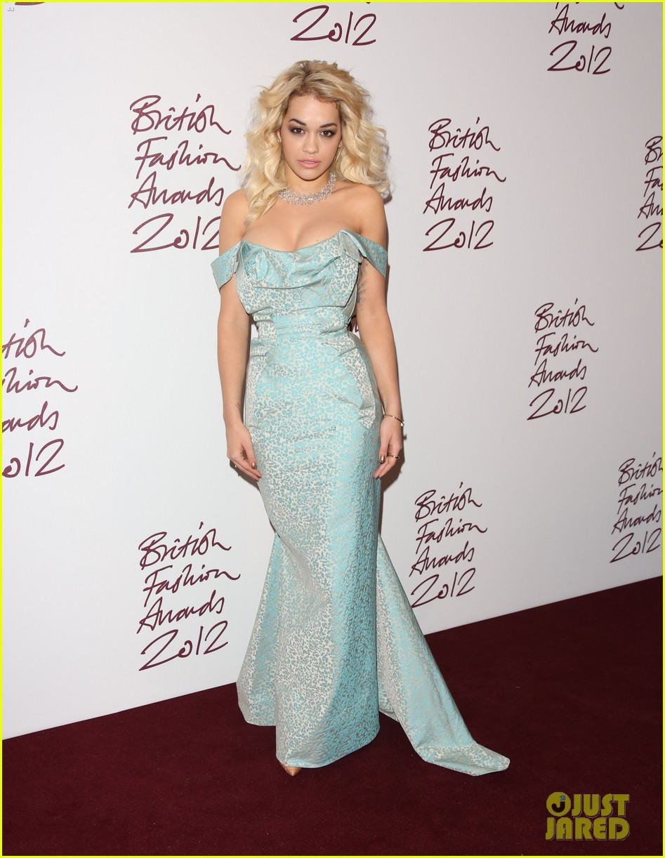 salma hayek rita ora british fashion awards 2012 16