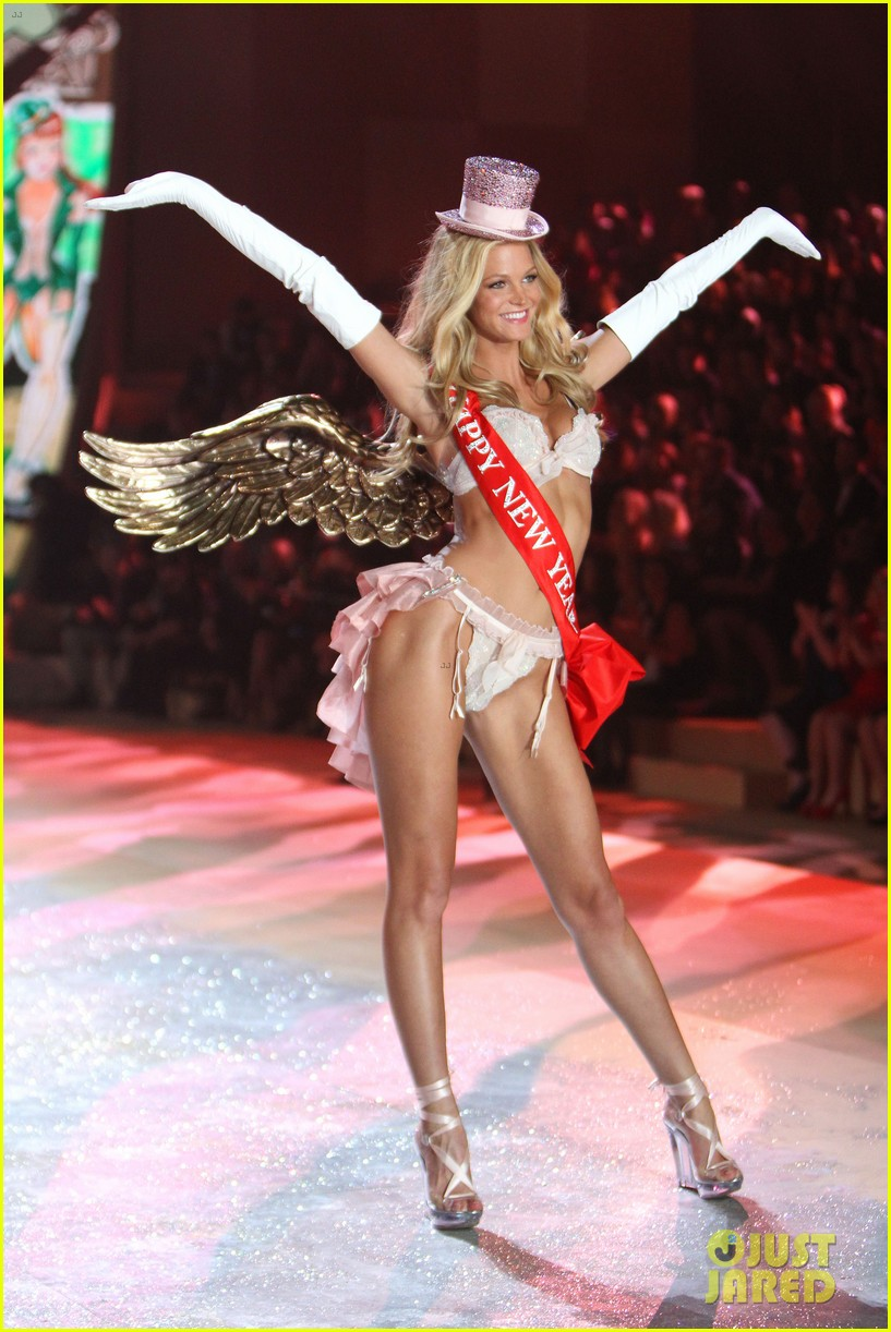 erin heatherton behati prinsloo victorias secret fashion show 2012 02