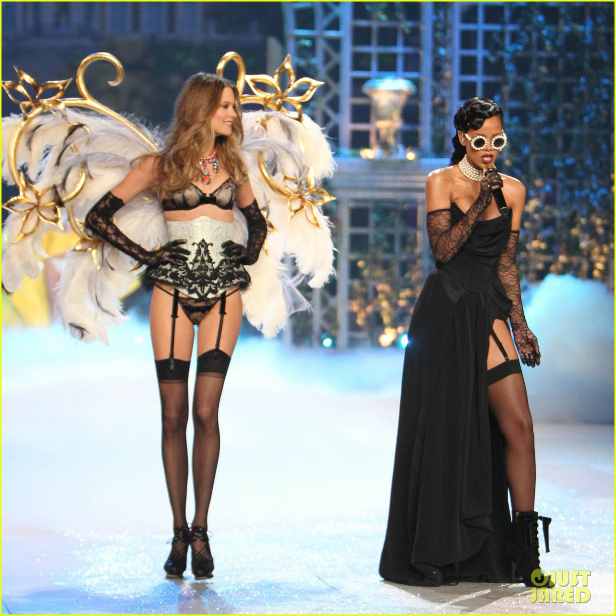 erin heatherton behati prinsloo victorias secret fashion show 2012 03