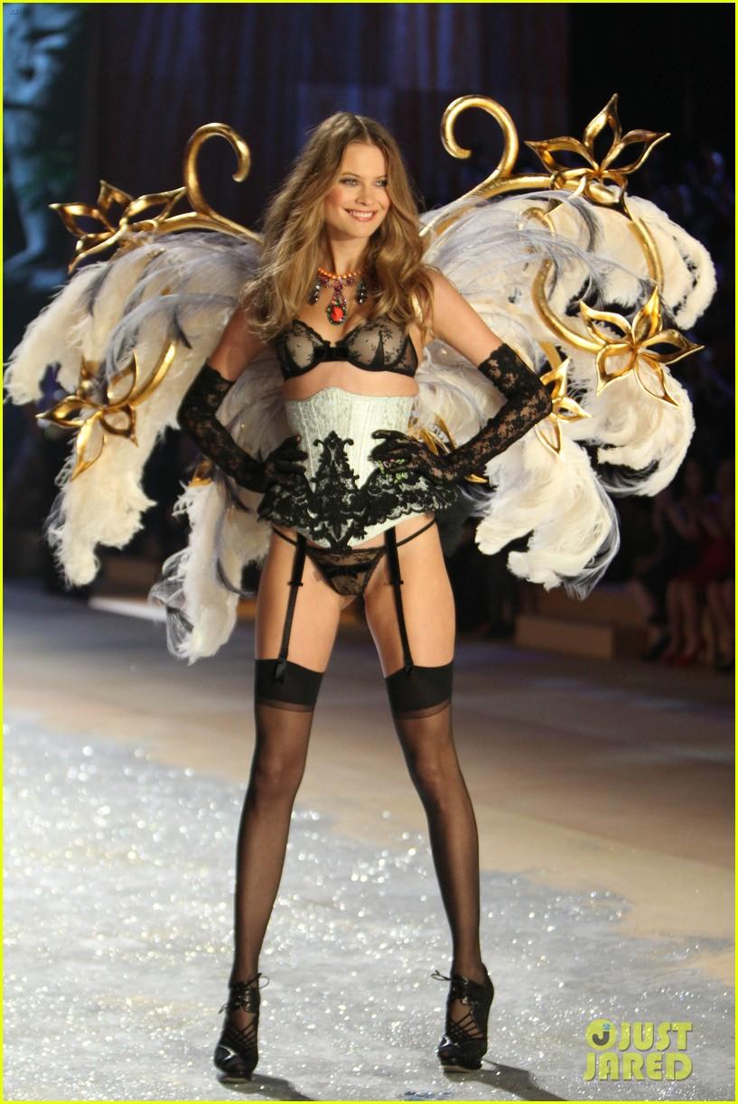 erin heatherton behati prinsloo victorias secret fashion show 2012 152753131