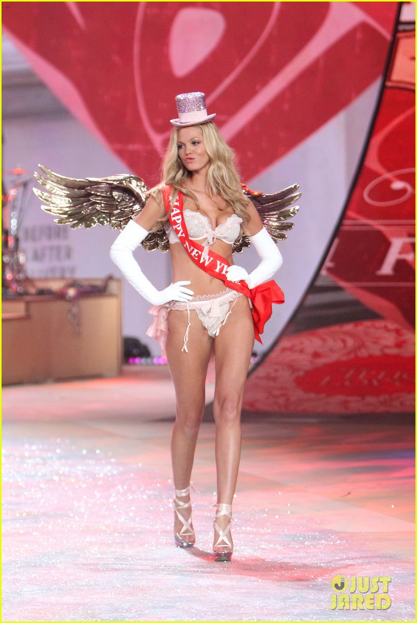 erin heatherton behati prinsloo victorias secret fashion show 2012 19