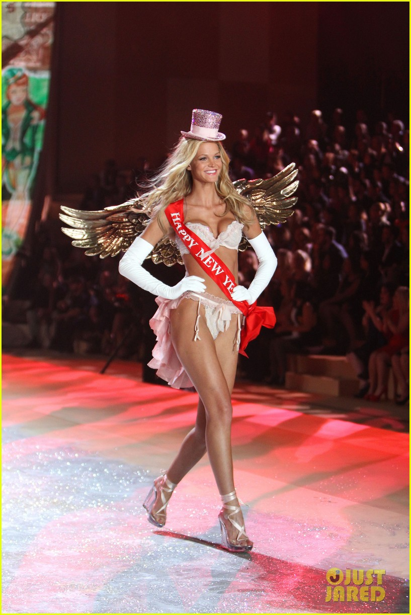 erin heatherton behati prinsloo victorias secret fashion show 2012 212753137
