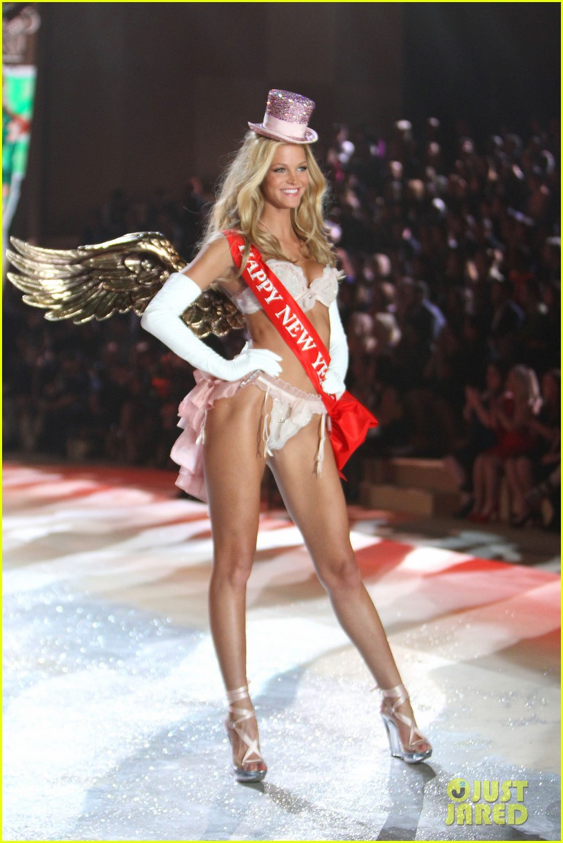 erin heatherton behati prinsloo victorias secret fashion show 2012 22