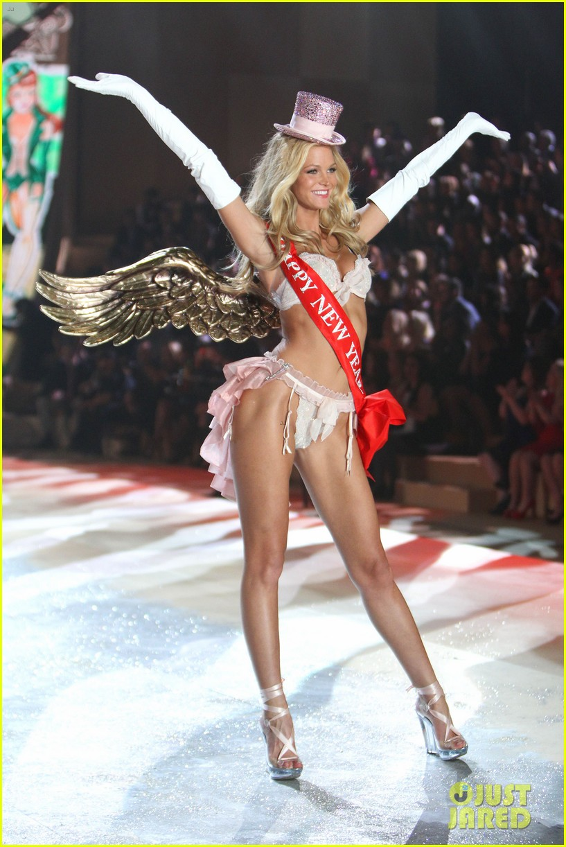 erin heatherton behati prinsloo victorias secret fashion show 2012 232753139