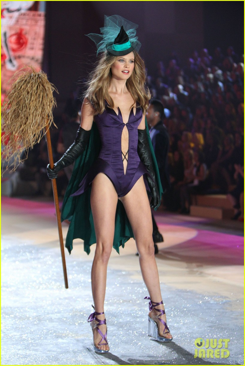 erin heatherton behati prinsloo victorias secret fashion show 2012 252753141