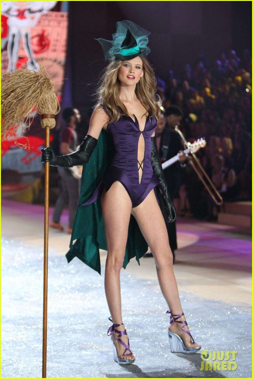 erin heatherton behati prinsloo victorias secret fashion show 2012 272753143