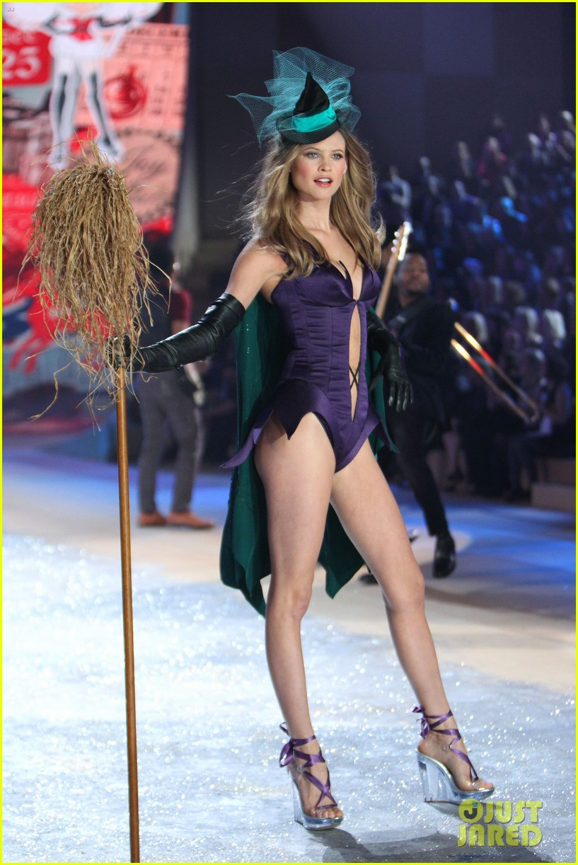 erin heatherton behati prinsloo victorias secret fashion show 2012 28