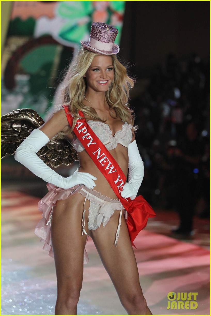 erin heatherton behati prinsloo victorias secret fashion show 2012 332753149