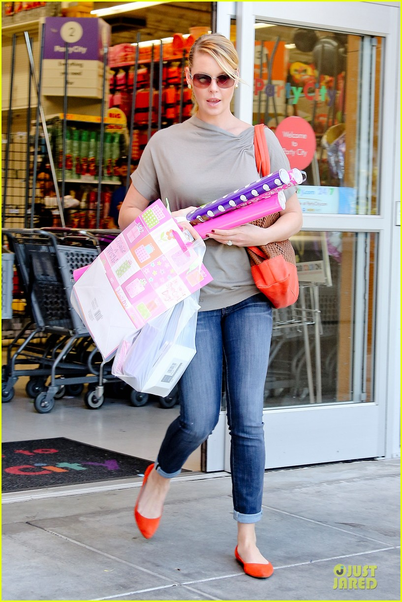 katherine heigl josh kelley naleigh birthday party shopping 03