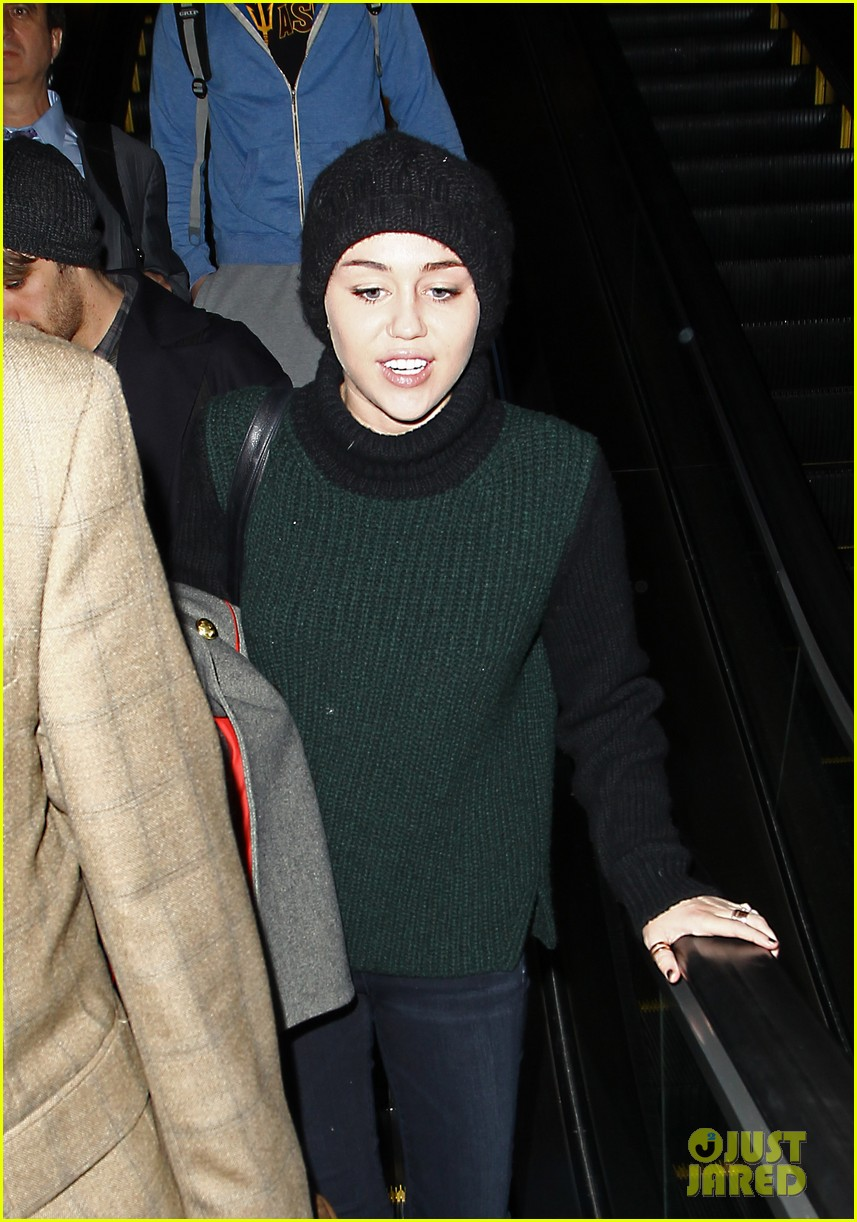 liam hemsworth picks miley cyrus up from lax 042761333