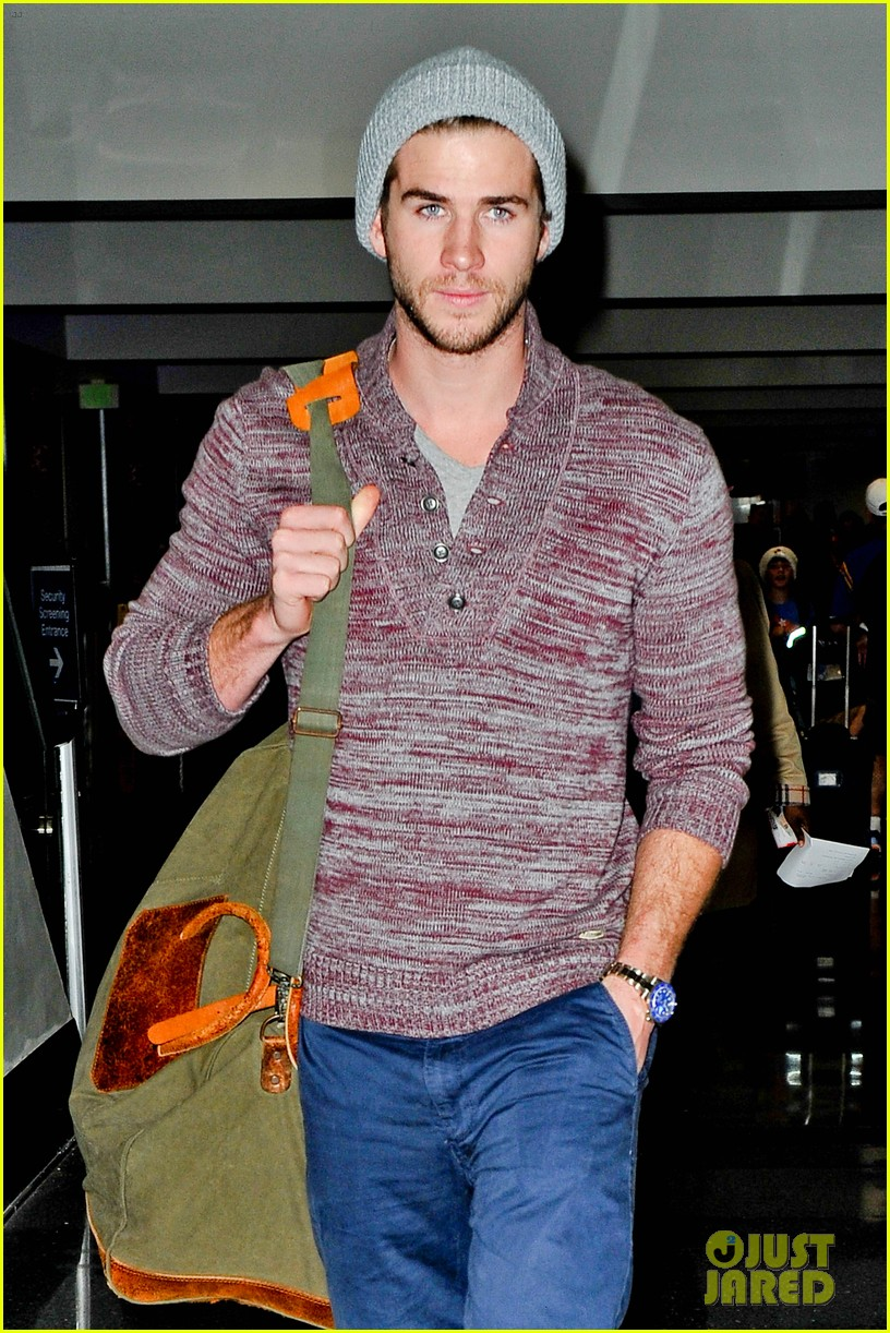liam hemsworth flies the skies solo in los angeles 02