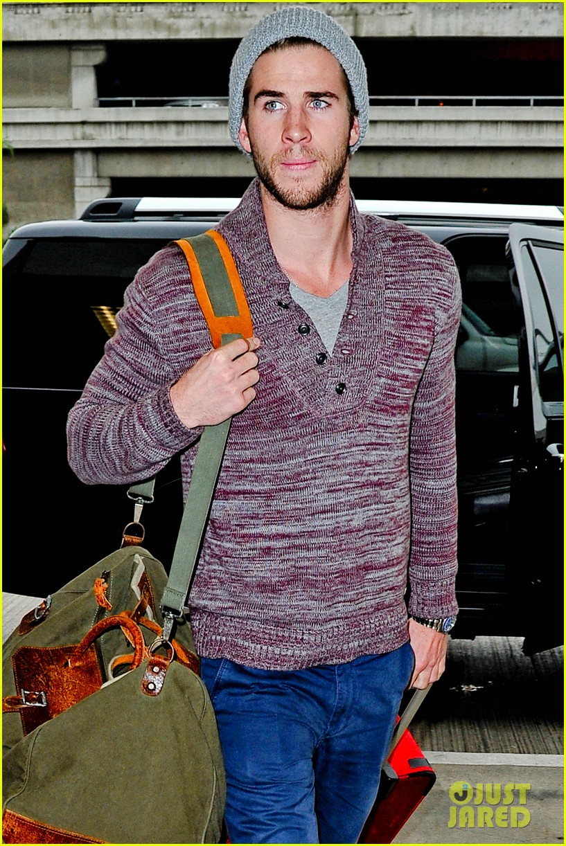 liam hemsworth flies the skies solo in los angeles 06