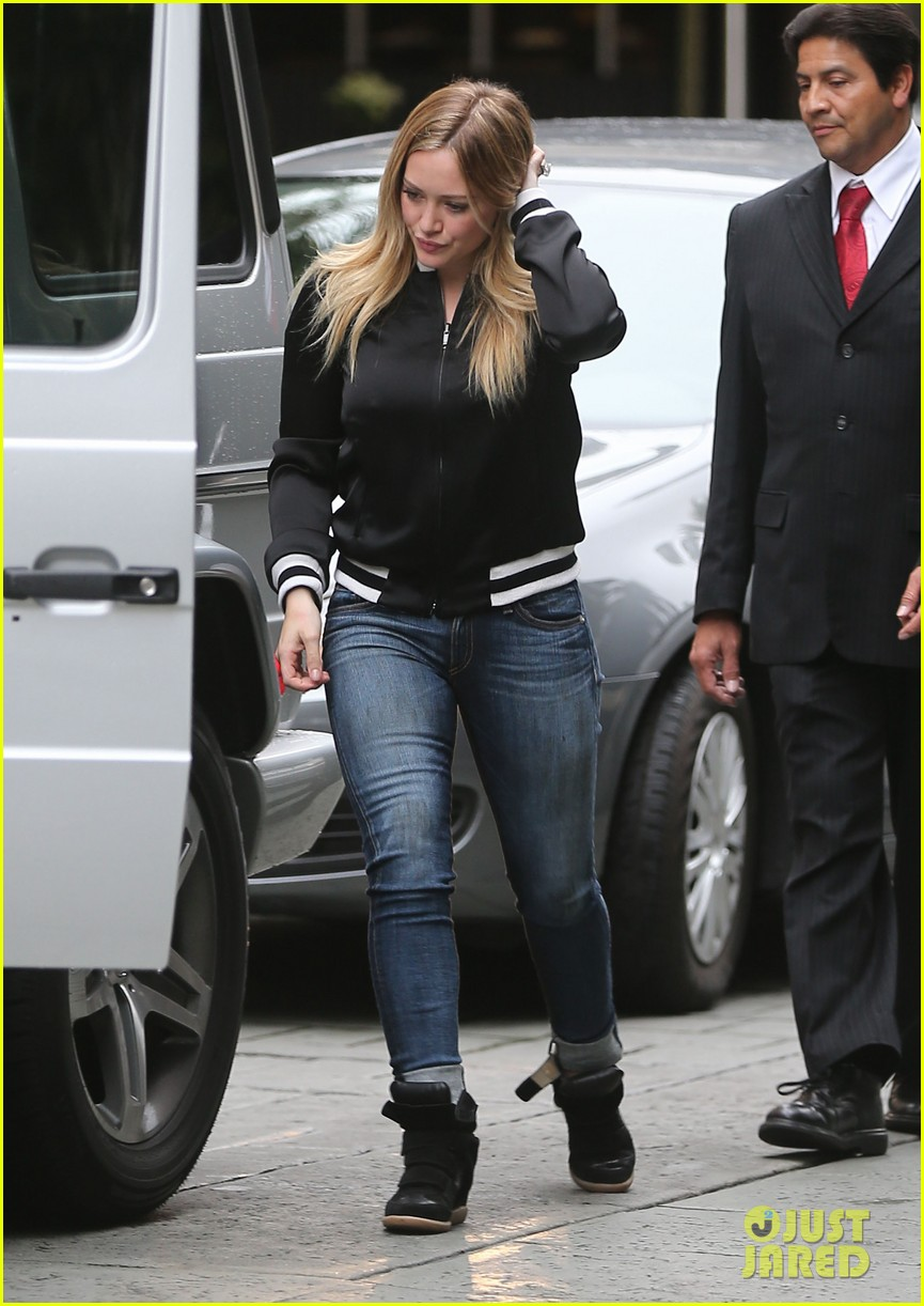 hilary duff its beginning to look like christmas 04