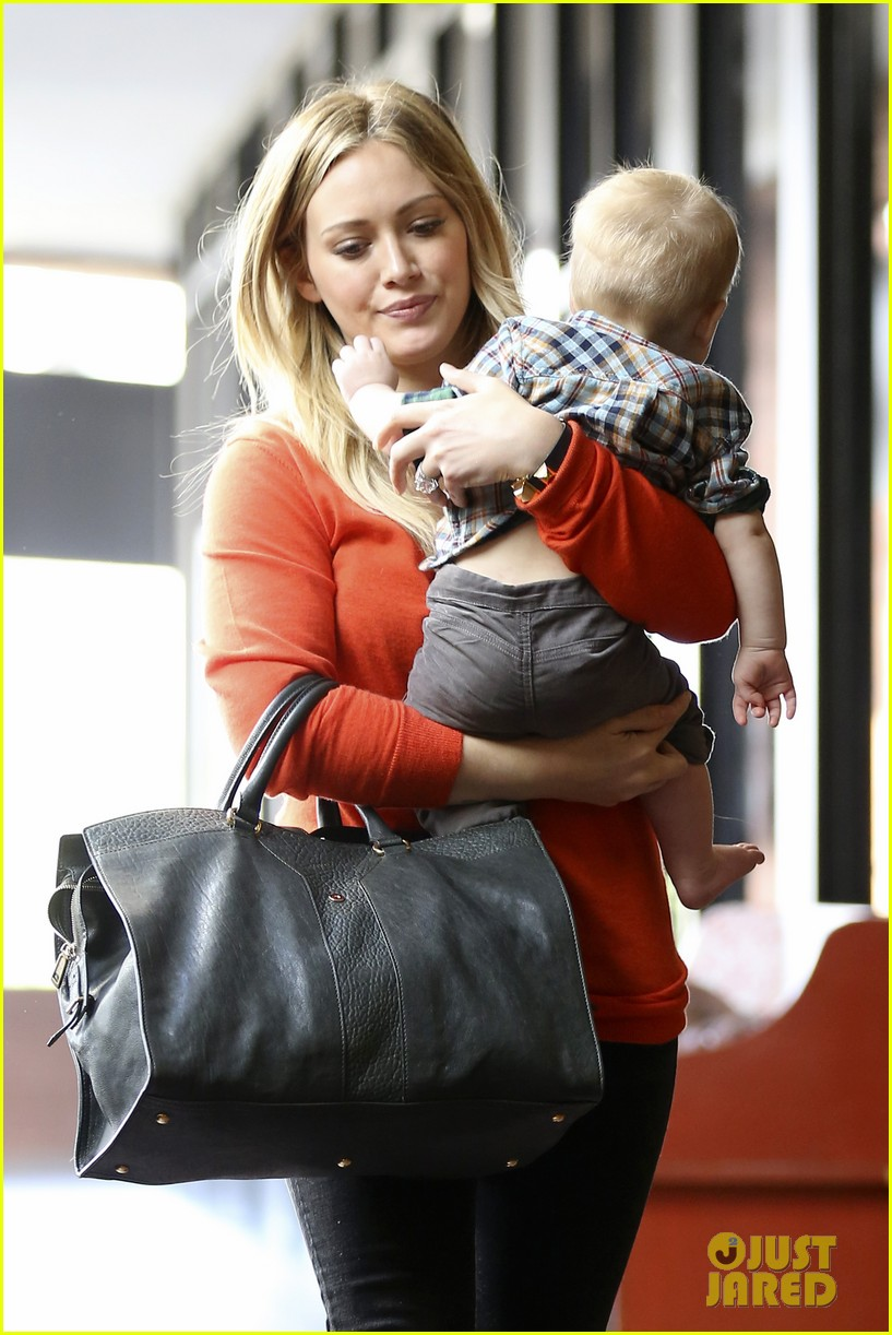 hilary duff its beginning to look like christmas 302766297