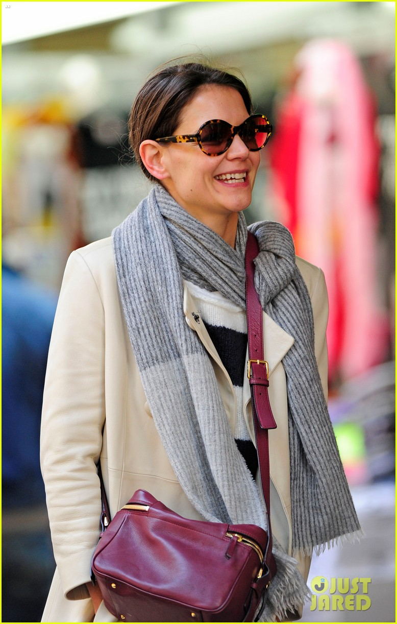 katie holmes election day rehearsals 04