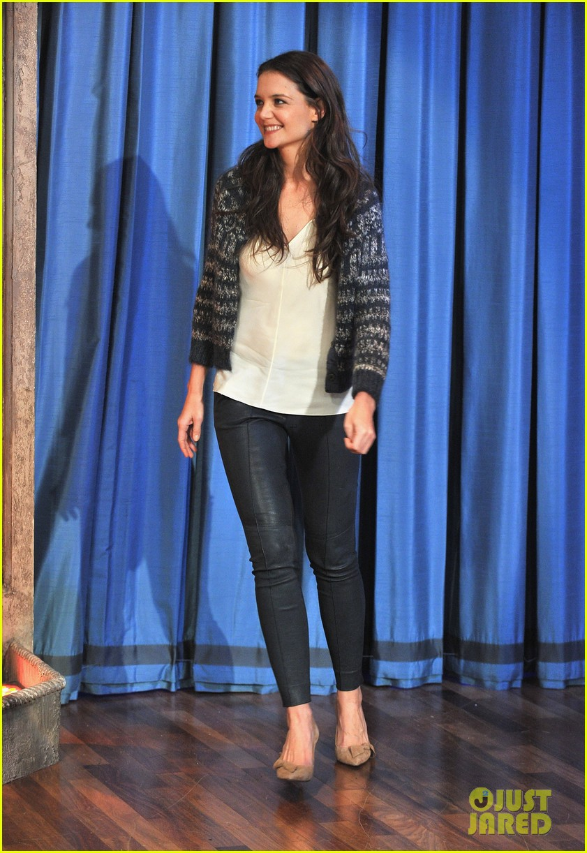 katie holmes plays charades on late night with jimmy fallon 01
