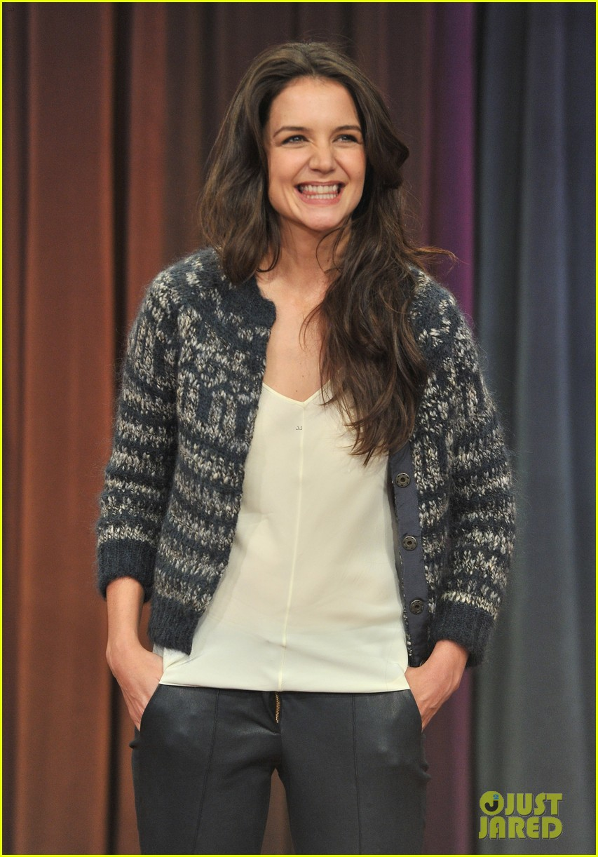 katie holmes plays charades on late night with jimmy fallon 02