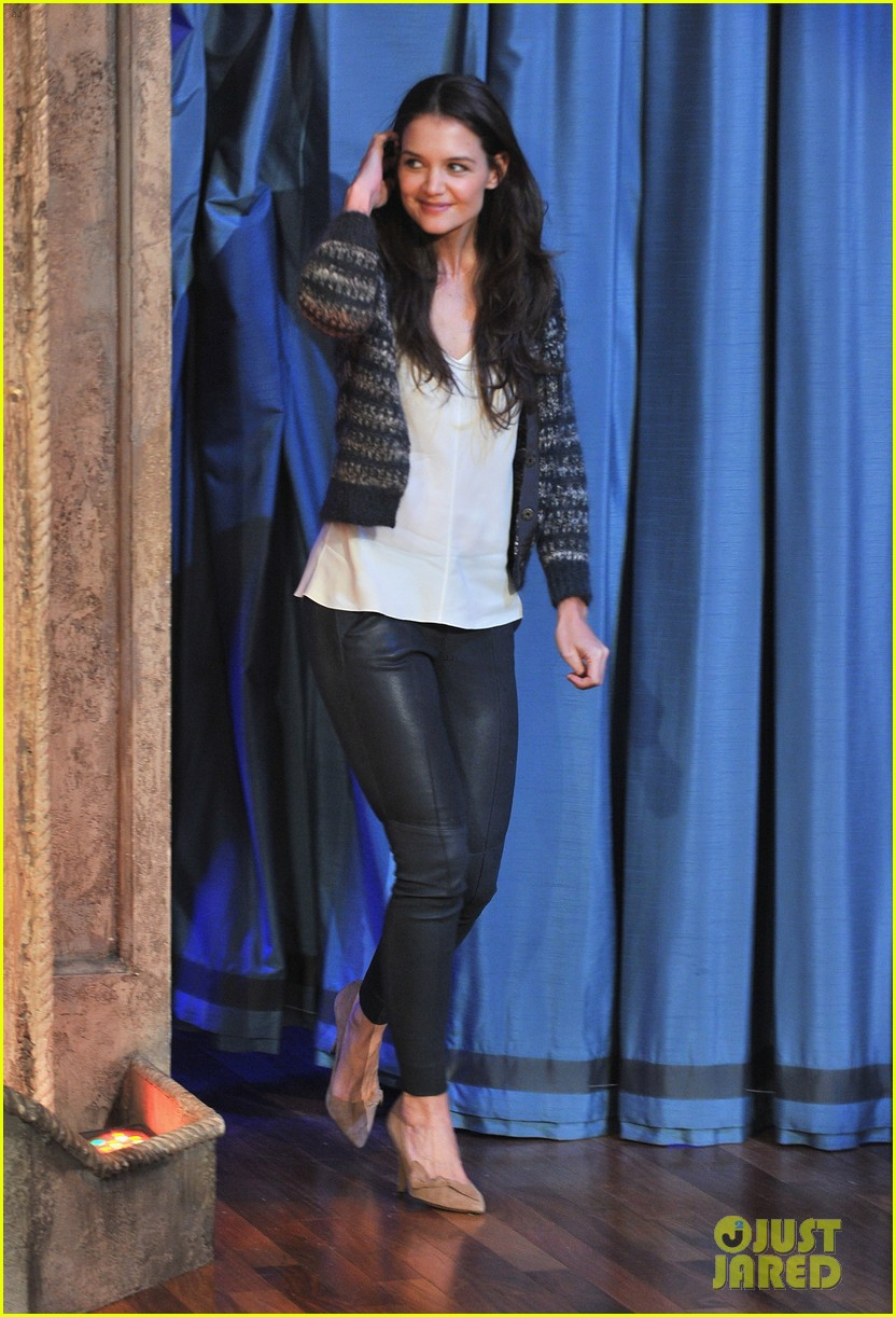 katie holmes plays charades on late night with jimmy fallon 102758496