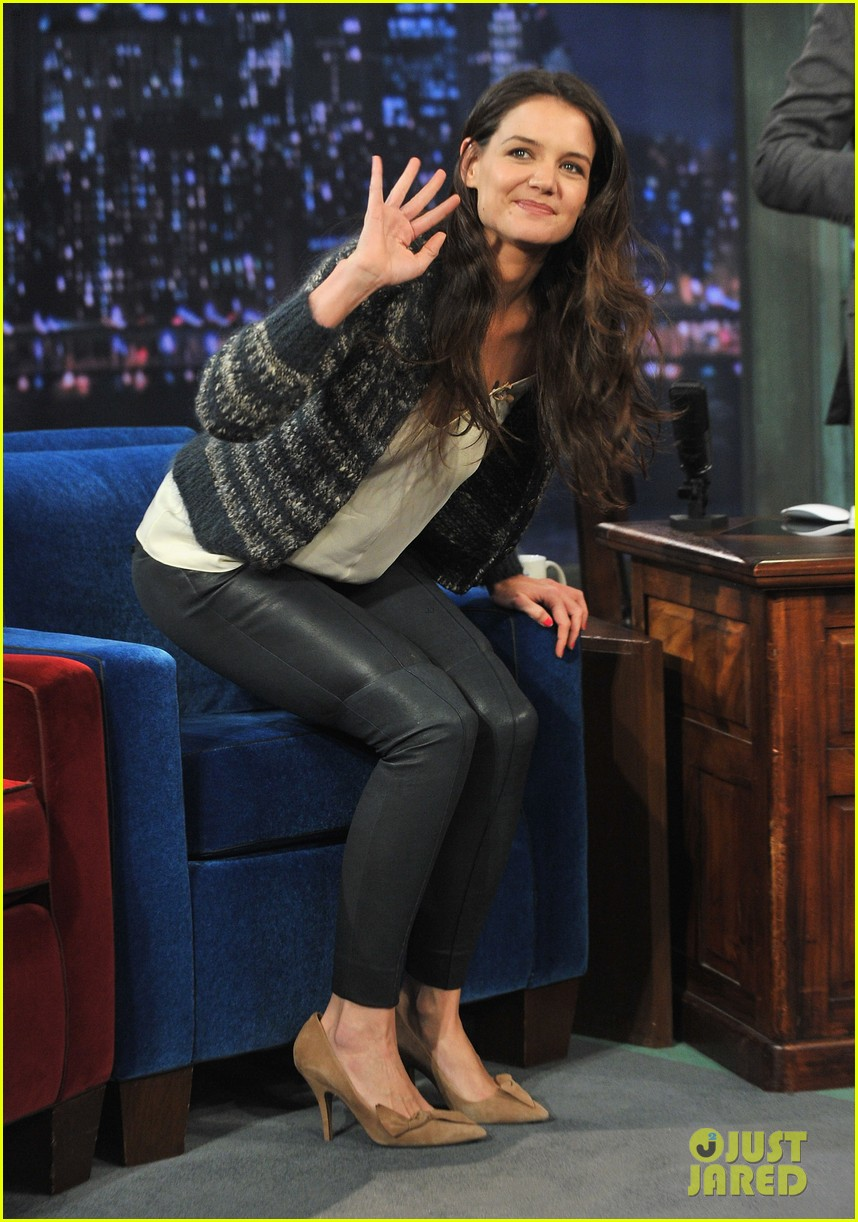 katie holmes plays charades on late night with jimmy fallon 112758497