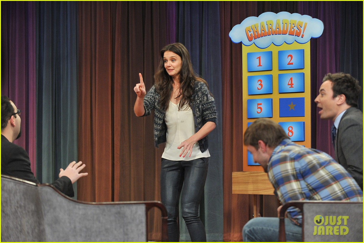 katie holmes plays charades on late night with jimmy fallon 13