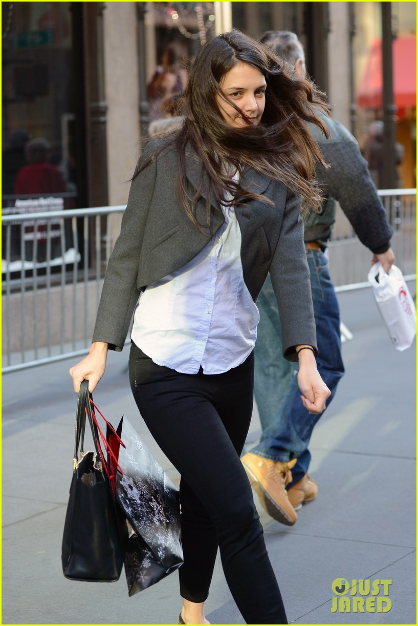 katie holmes shops at saks with jeanne yang 012764195