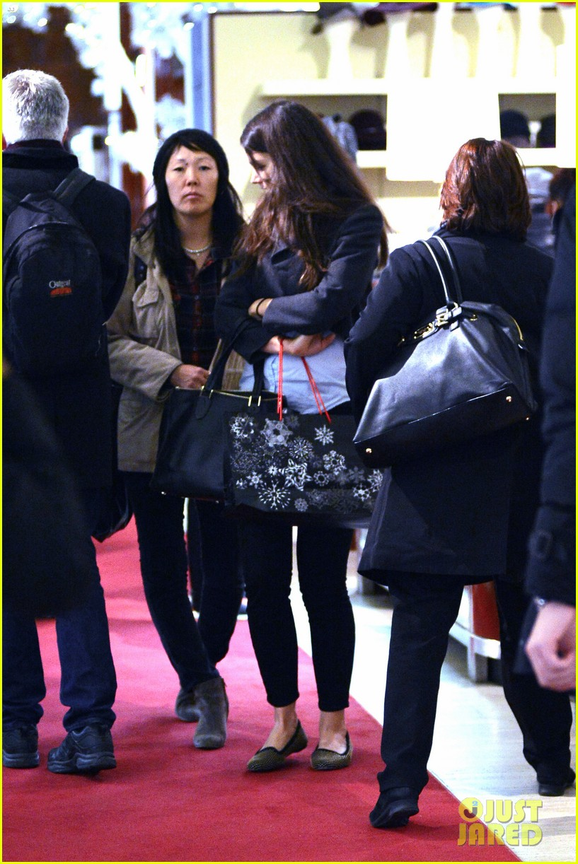 katie holmes shops at saks with jeanne yang 06