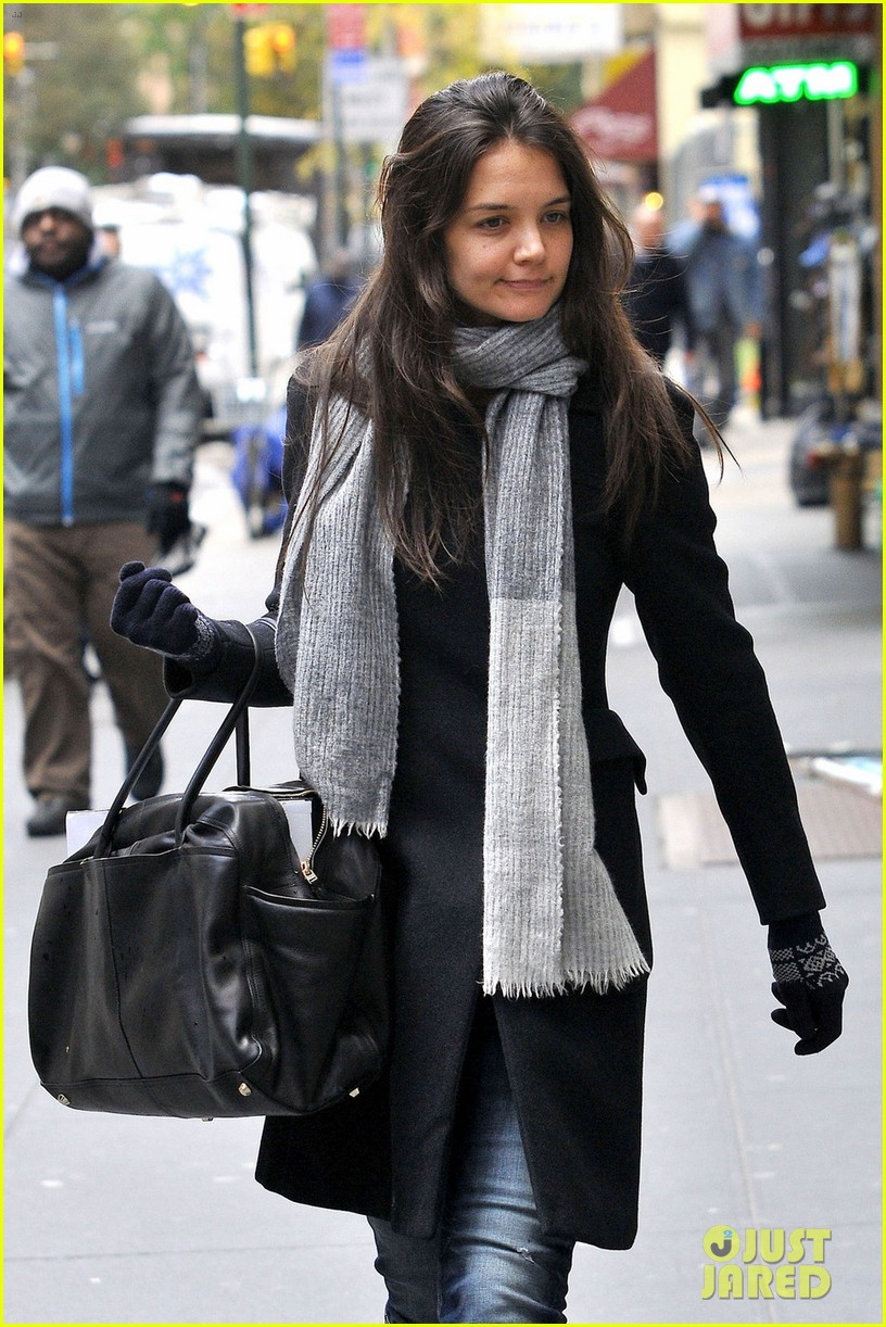 katie holmes snowy dead accounts arrival 022753636