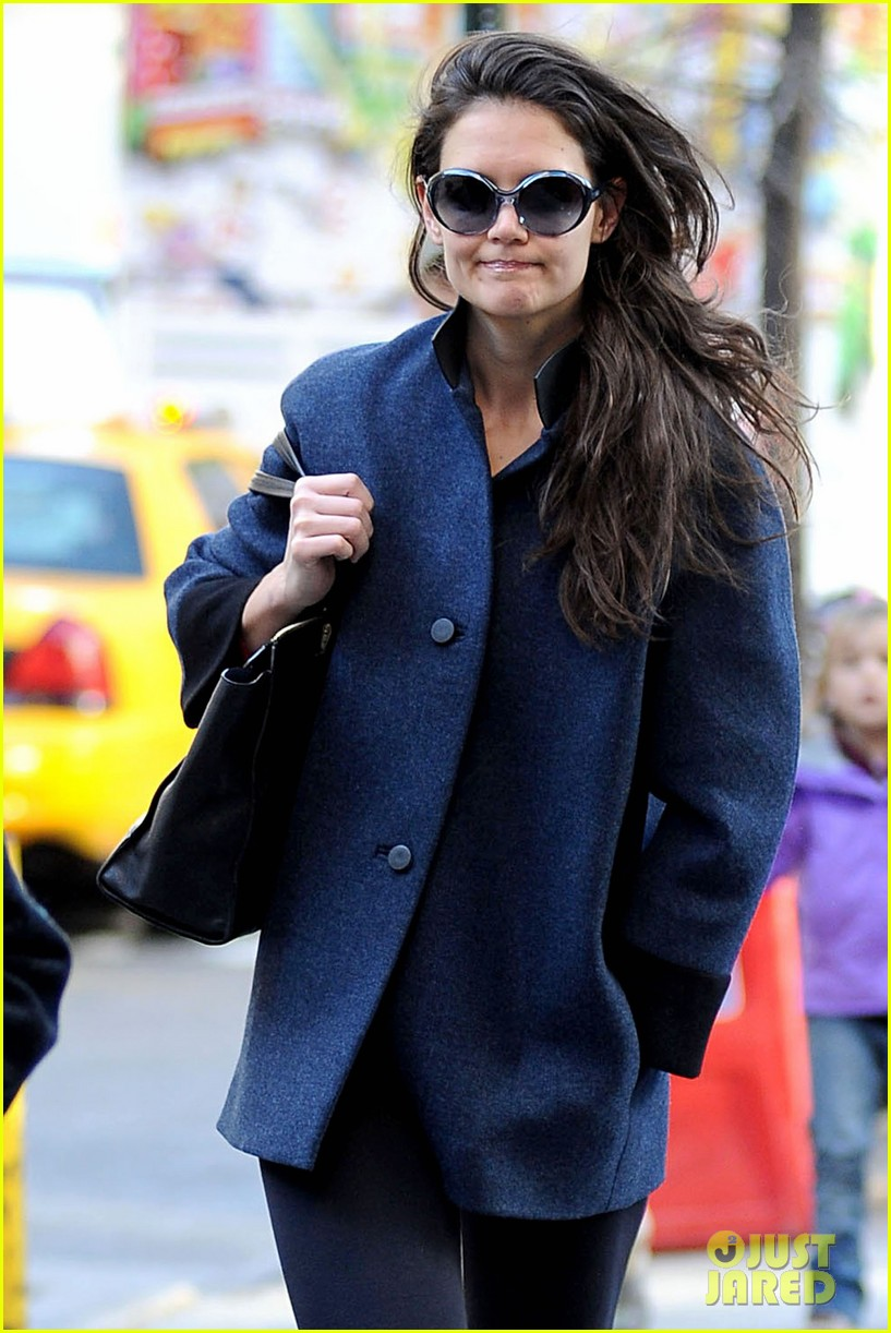 katie holmes pre thanksgiving dead accounts performance 022762058