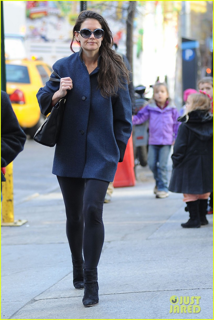 katie holmes pre thanksgiving dead accounts performance 102762066