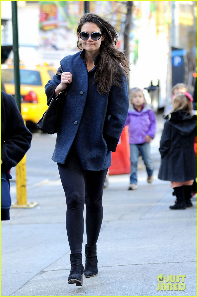 katie holmes pre thanksgiving dead accounts performance 122762068