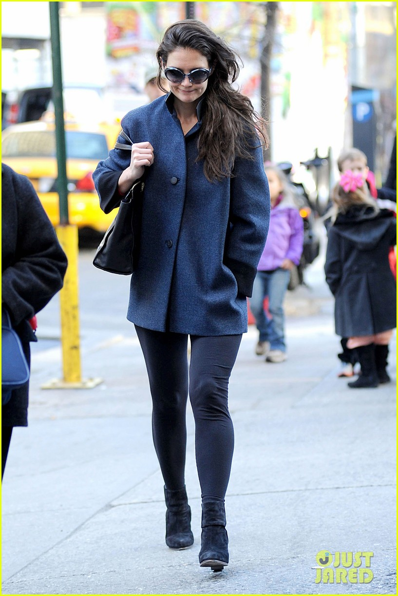 katie holmes pre thanksgiving dead accounts performance 152762071