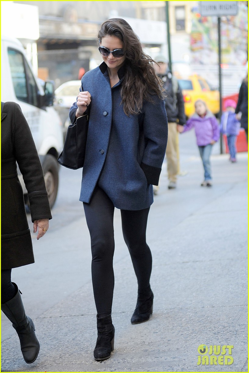 katie holmes pre thanksgiving dead accounts performance 232762079