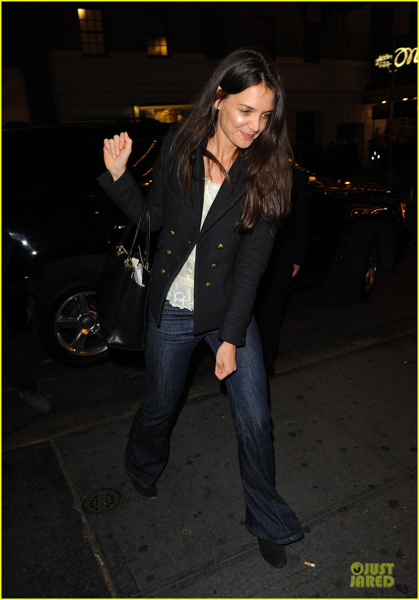 katie holmes turkey eating before thanksgiving 052763188