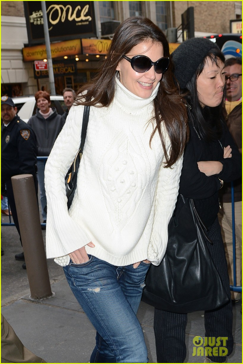katie holmes dead accounts arrival with stylist jeanne yang 02
