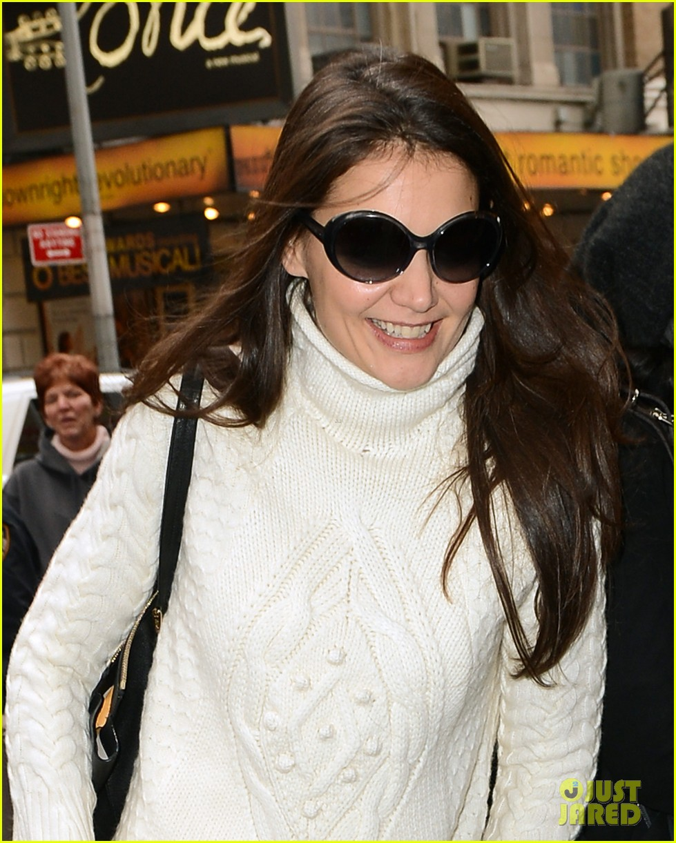 katie holmes dead accounts arrival with stylist jeanne yang 042763673