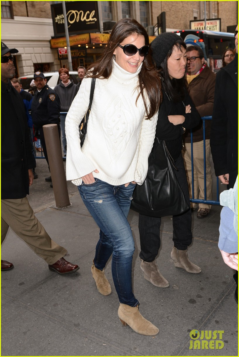 katie holmes dead accounts arrival with stylist jeanne yang 062763675