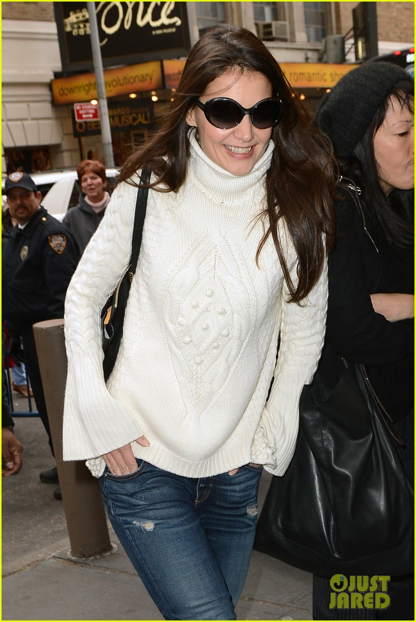 katie holmes dead accounts arrival with stylist jeanne yang 072763676