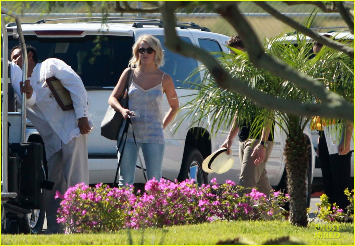 julianne hough ryan seacrest weekend vacation in mexico 022763284