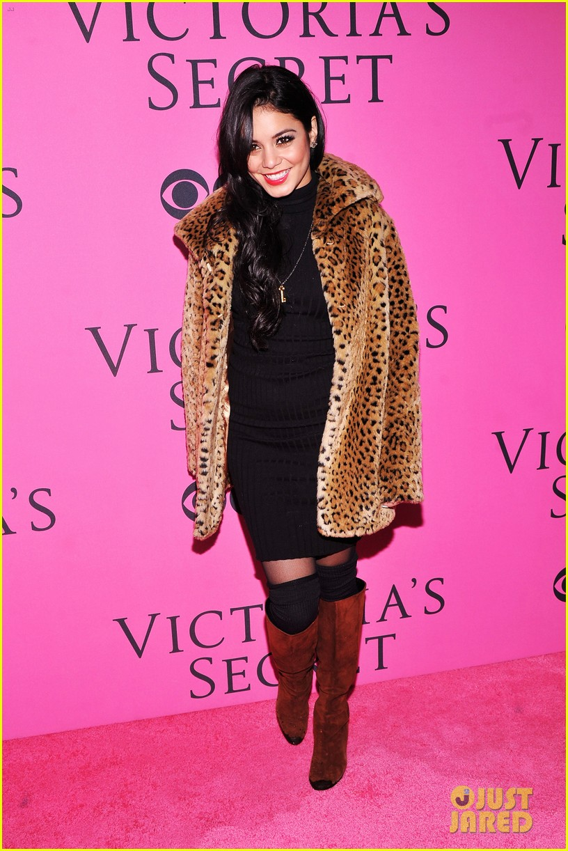 vanessa hudgens victorias secret fashion show 2012 012753152