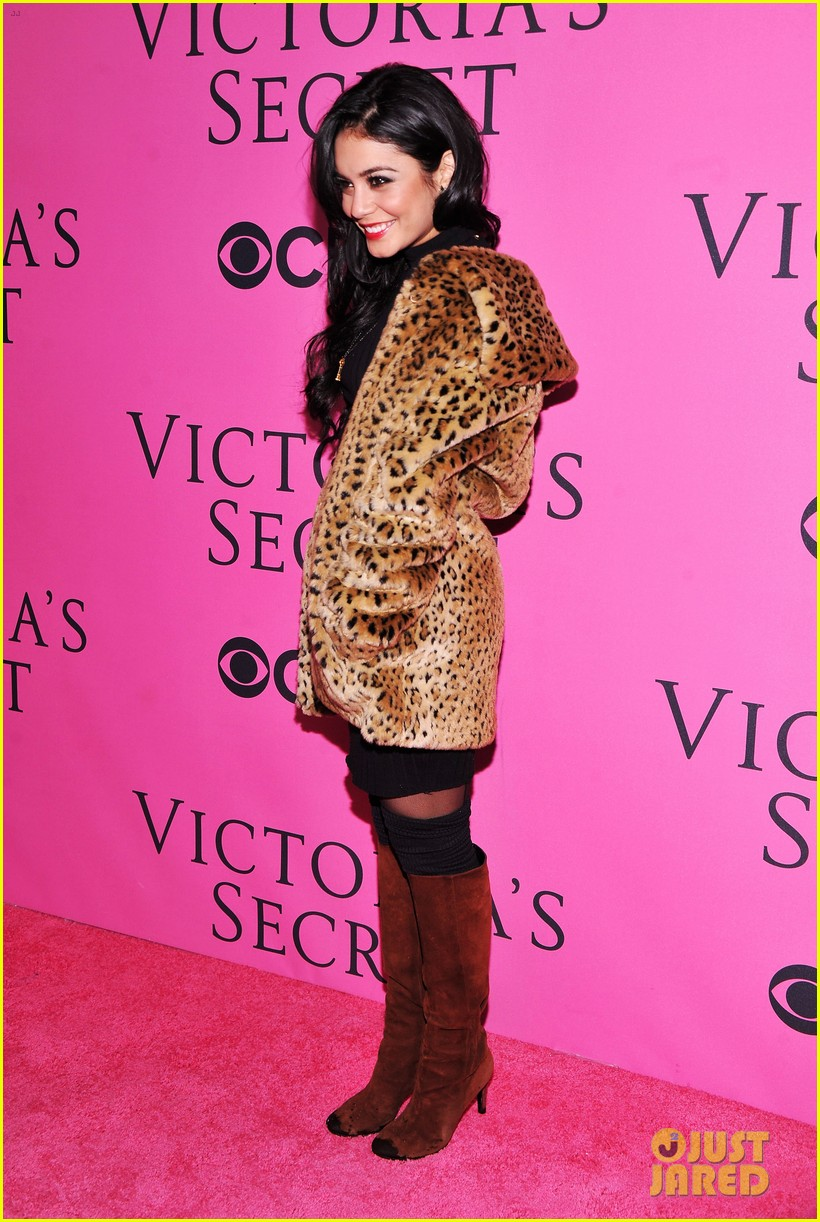 vanessa hudgens victorias secret fashion show 2012 08