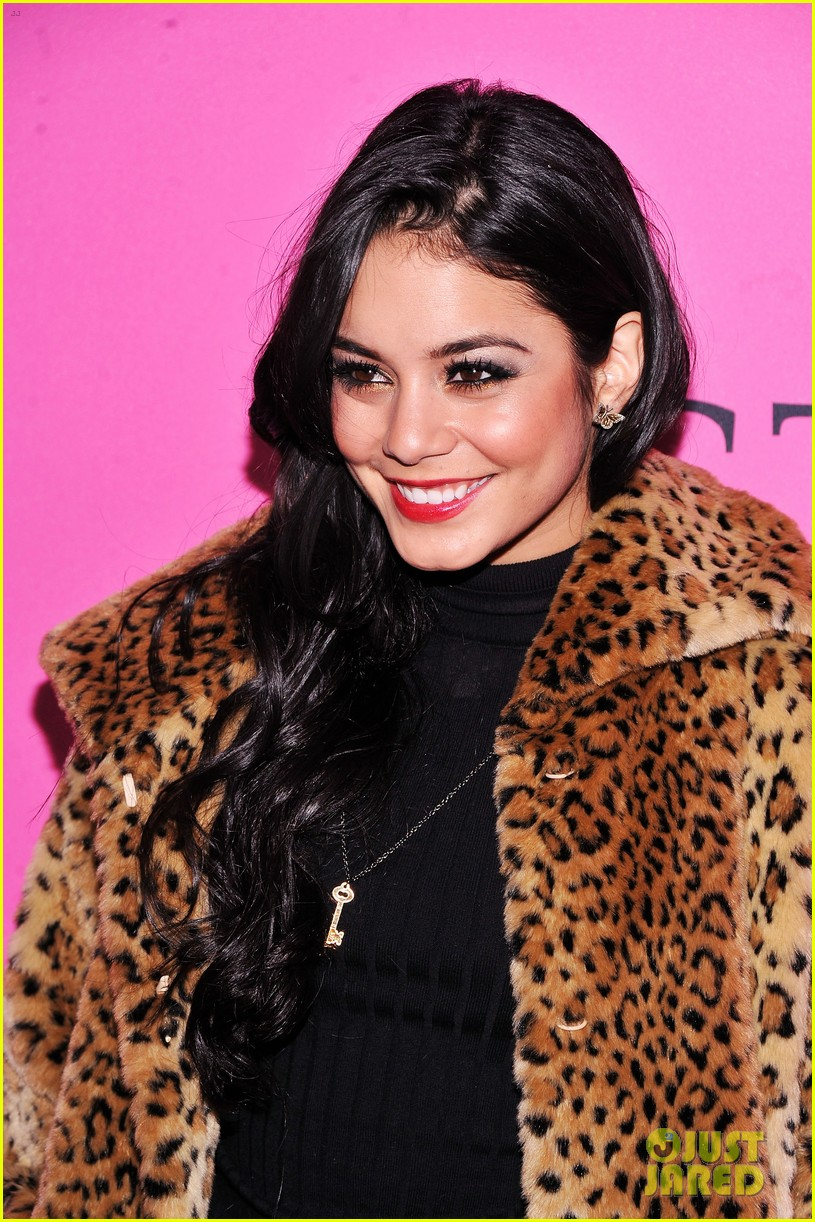 vanessa hudgens victorias secret fashion show 2012 102753161