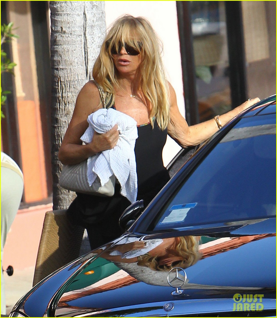 kate hudson mom goldie hawns birthday lunch 022762739