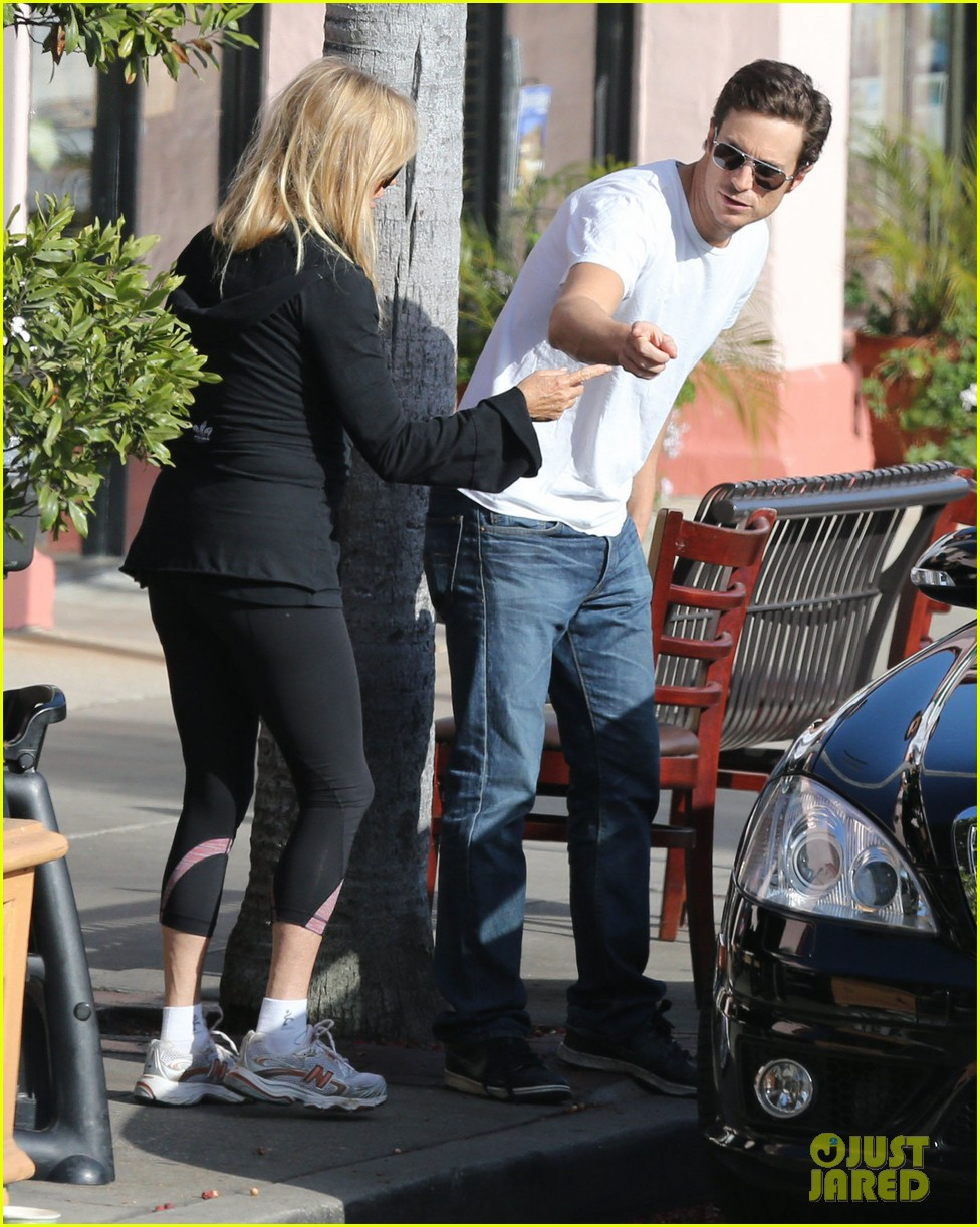 kate hudson mom goldie hawns birthday lunch 21