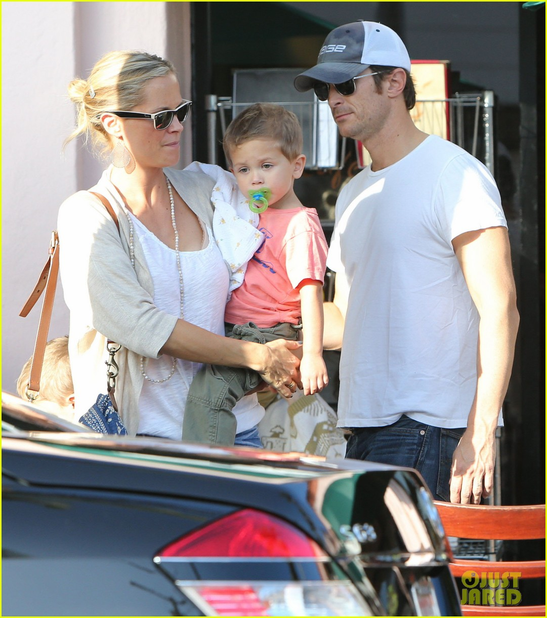 kate hudson mom goldie hawns birthday lunch 28